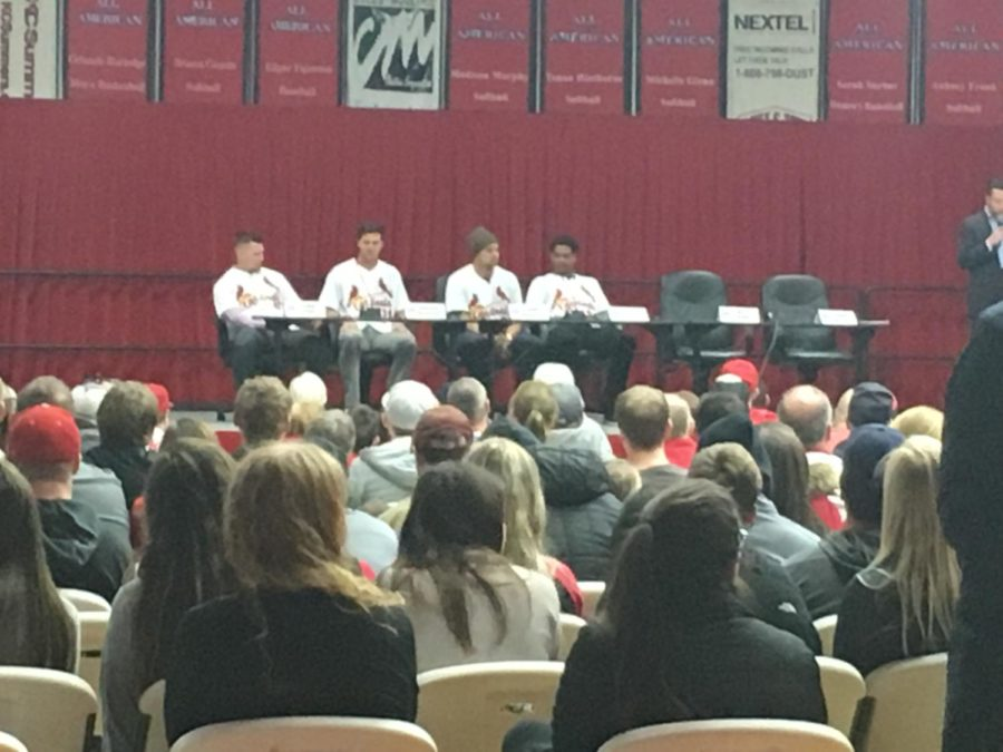 Cardinals+players+respond+to+fans%27+questions+in+a+panel+at+Lake+Land+on+Jan.+13.