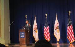 Obama accepts award at U of I