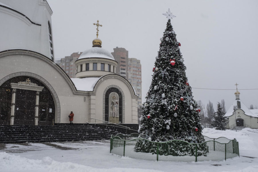 A+Christmas+tree+at+the+Orthodox+Church+of+Ukraine