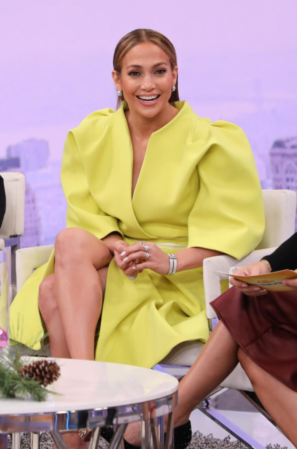 +Jennifer+Lopez+on+the+set+of+%22Un+Nuevo+Dia%22+to+promote+film+%22Second+Act%22